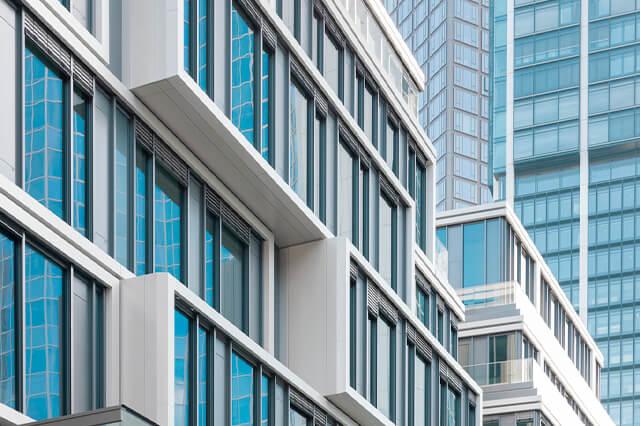 Las ventanas de aluminio en una ciudad, valores añadidos