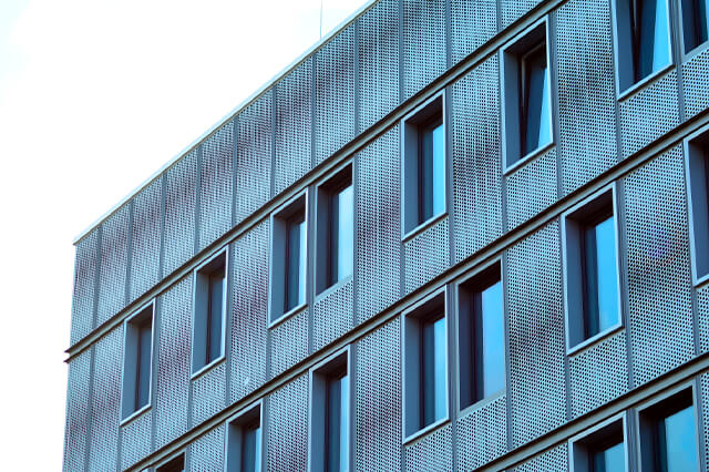 Los pros de elegir marcos de aluminio en una gran ciudad