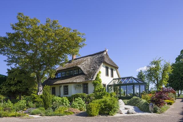 Las ventajas de las ventanas de aluminio en casas en el campo